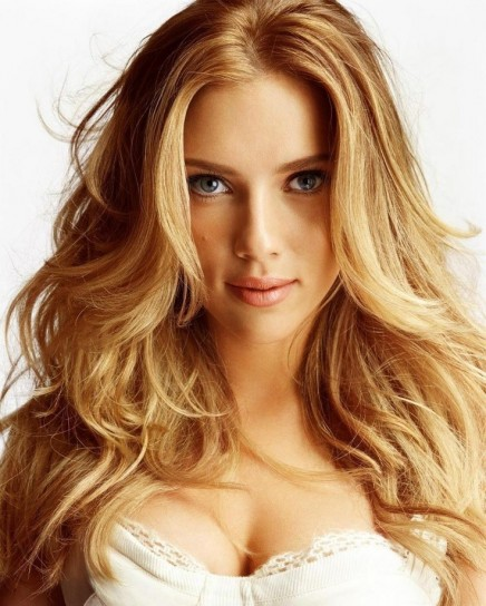 Scarlet-Johansson-capelli-mossi