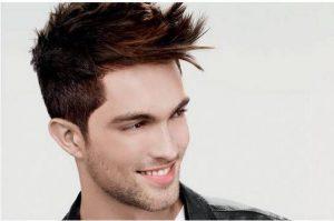 Taglio di capelli scalati uomo