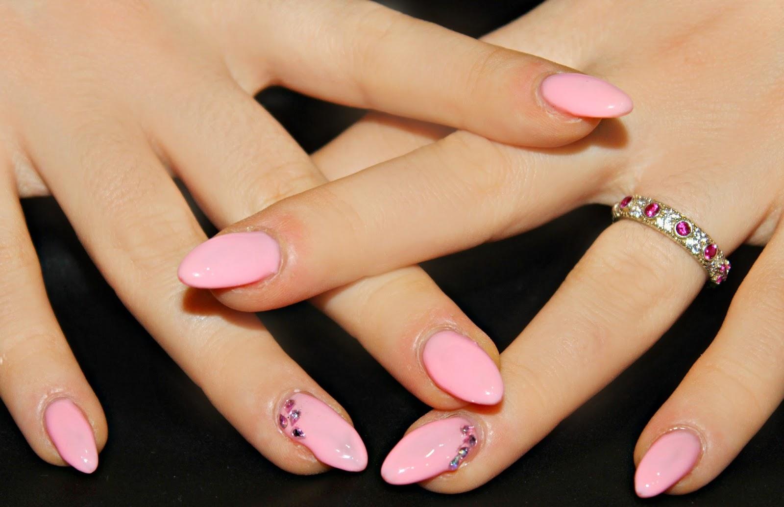 Unghie rosa: tonalità e decorazioni di tendenza nel 2016