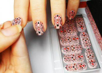 adesivi-per-unghie