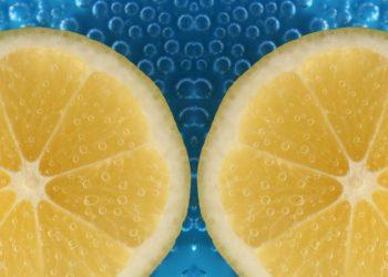 Bere-acqua-e-limone
