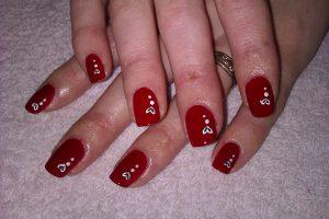 unghie decorate con gel rosso